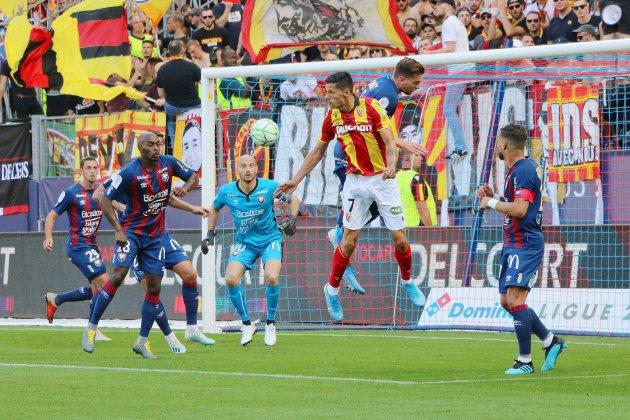 Football (Ligue 2) : Caen coule encore un peu plus contre Lens...