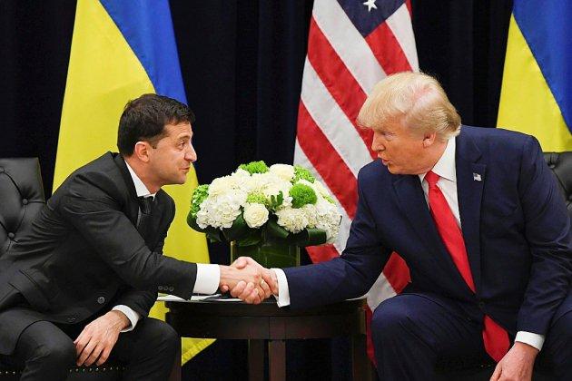 """""""Une blague!"""": Trump balaie la procédure démocrate pour le destituer"""