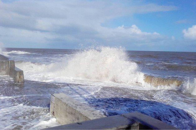 Appel à la vigilance pour les grandes marées en Normandie