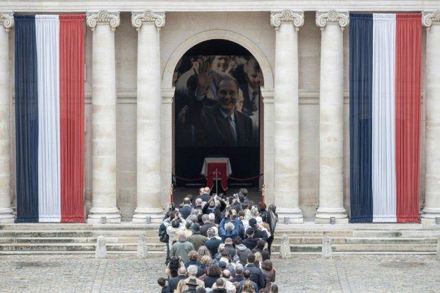 Dernier bain de foule pour Jacques Chirac, aux Invalides