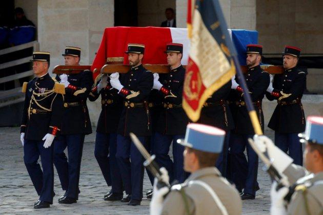 Aux Invalides, les honneurs militaires rendus à Chirac