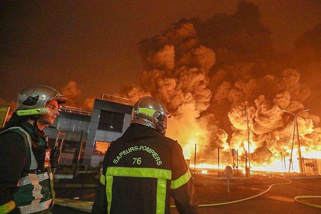 Lubrizol: la direction des pompiers de Seine-Maritime veut rassurer