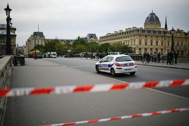 Attaque mortelle à la Préfecture: les motivations de l'assaillant au coeur de l'enquête