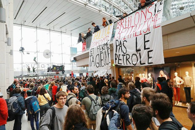 Climat: Extinction Rebellion occupe un centre commercial à Paris