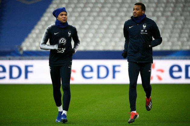 Bleus: Kylian Mbappé forfait, remplacé par Alassane Pléa