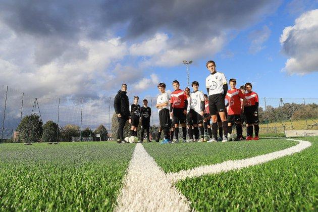 Le nouveau terrain de football du collège Jean Moulin porte le nom de…