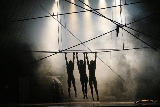 Le Clinamen show du groupe Bekkrell au cirque-théâtre