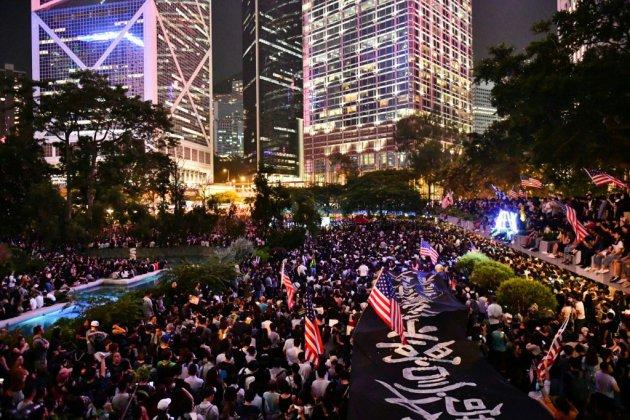 Hong Kong: des dizaines de milliers de personnes de nouveau dans la rue