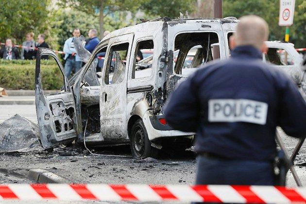Policiers brûlés à Viry-Châtillon: 13 jeunes jugés à partir de ce mardi