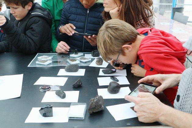 Au Dôme, petits et grands chassent les météorites