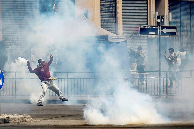 """Nouvelles manifestations au lendemain de """"l'état d'urgence"""" à Santiago du Chili"""