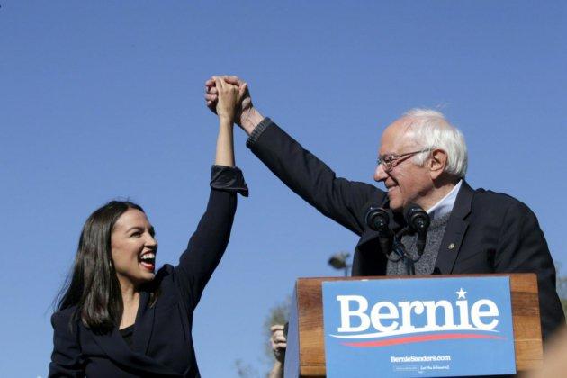 """Présidentielle américaine: la jeune star démocrate """"AOC"""" à la rescousse de Bernie Sanders"""