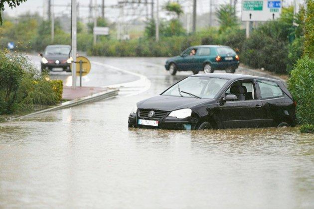 Rues inondées et circulation des trains perturbée dans le Sud, balayé par des orages