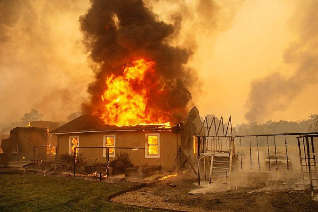 Californie: la saison des incendies bat son plein, des milliers de personnes évacuées