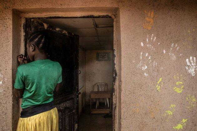 """""""Comme un roi dans son royaume"""": enquête sur le pasteur nigérian qui a """"adopté"""" 4.000 enfants réfugiés de Boko Haram"""