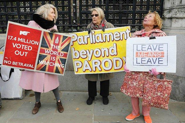 """Brexit: Boris Johnson se prépare à une campagne électorale """"difficile"""""""