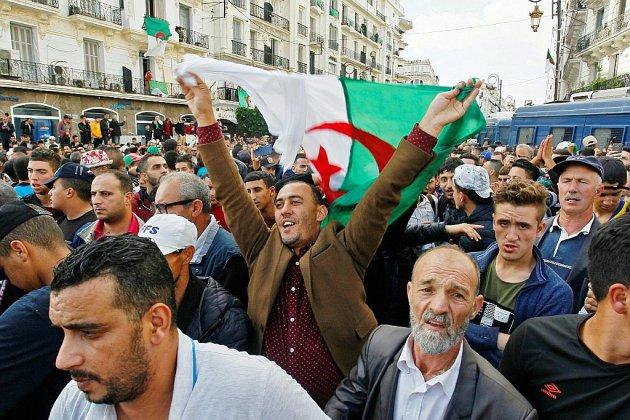 """Marée humaine à Alger pour fêter une """"nouvelle Révolution"""""""