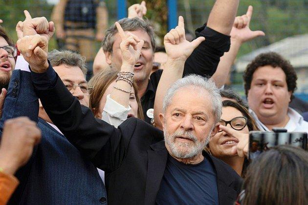 Brésil: Lula libre et combatif dans son fief près de Sao Paulo