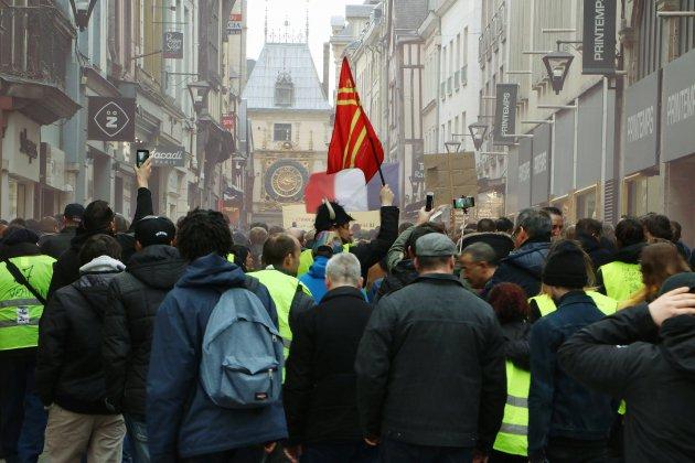 Gilets jaunes: un an après, un second souffle pour le mouvement?