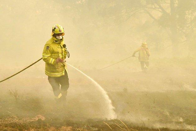 Incendies en Australie: des habitants pris au piège, le feu se rapproche de Sydney