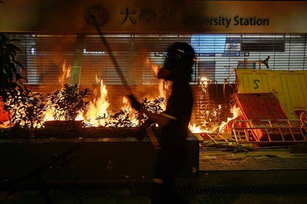 Nouvelle journée tendue à Hong Kong après une nuit de violences