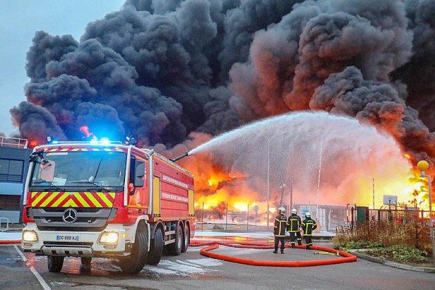 Des moyens supplémentaires pour les pompiers après Lubrizol