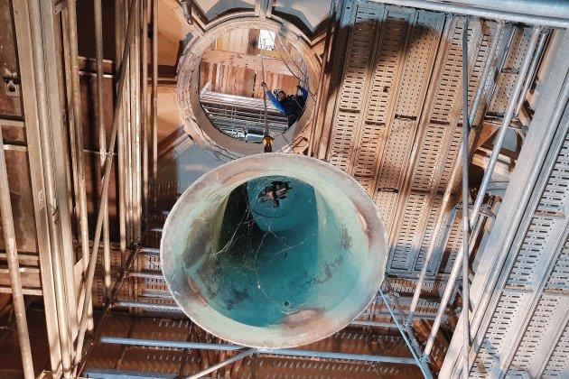 [EN IMAGES]. Caen. Les cloches de l'église Saint-Pierre remontées dans le beffroi
