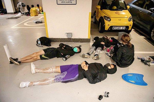 Hong Kong: des dizaines de manifestants toujours retranchés dans la PolyU
