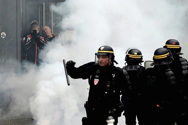 """Premier procès d'un policier pour des violences contre des """"gilets jaunes"""" à Paris"""