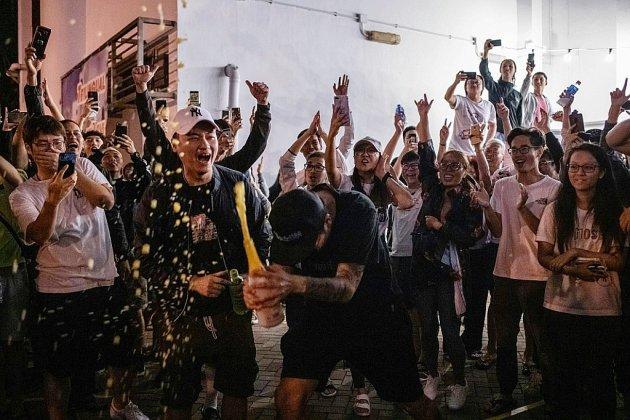 Victoire écrasante des pro-démocratie dans les urnes à Hong Kong