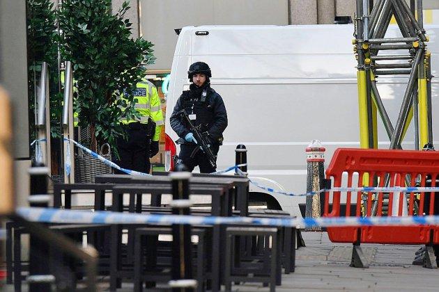 Attaque à l'arme blanche à Londres: plusieurs blessés, un homme arrêté
