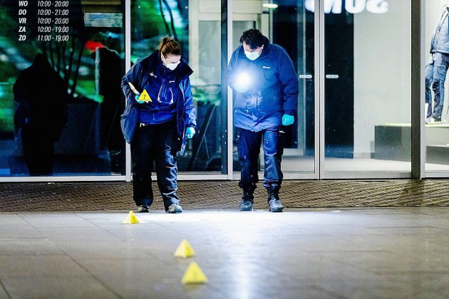 Attaque dans une rue commerçante de La Haye: trois mineurs blessés, la police traque l'auteur