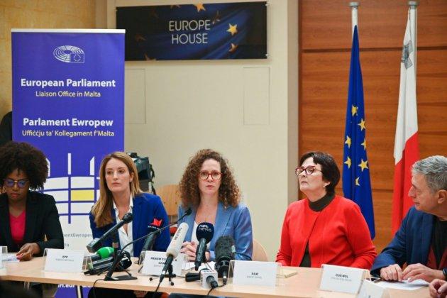"""Meurtre d'une journaliste à Malte: des eurodéputés """"inquiets pour l'intégrité de l'enquête"""""""
