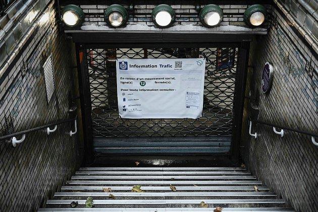 Retraites: la grève dure dans les transports, nouvelle épreuve de force en vue