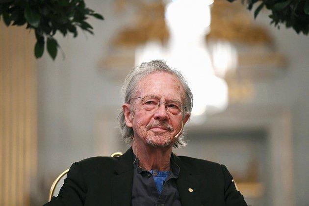 Handke, fustigé pour son révisionnisme et ses positions pro-serbes, reçoit le Nobel de littérature à Stockholm