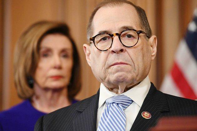 Destitution: les démocrates retiennent deux chefs d'accusation contre Trump