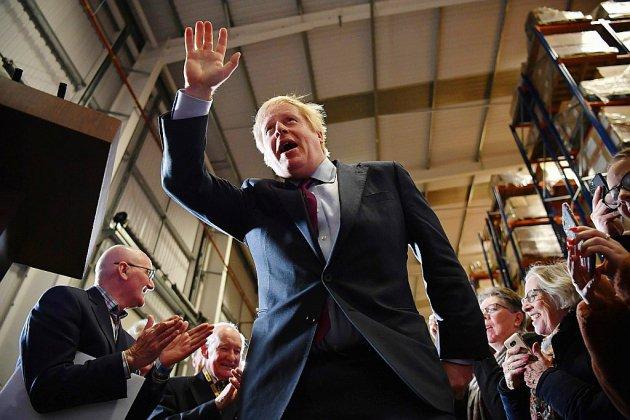 """Johnson brandit le risque de """"paralysie"""" du Brexit en cas de défaite jeudi"""