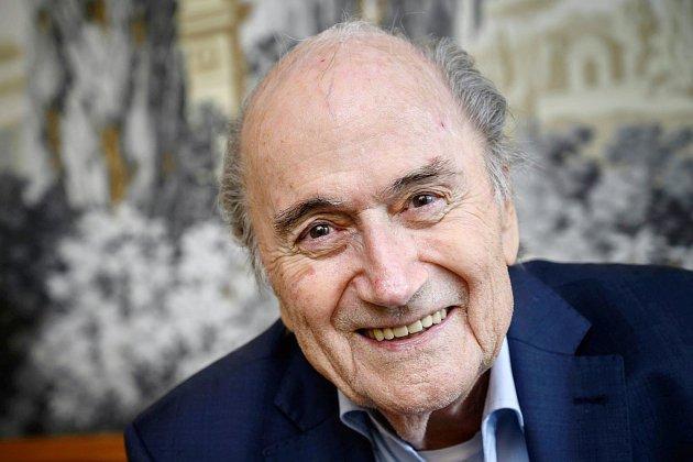 "Mondial au Qatar: Blatter ira témoigner en France ""si le PNF lui demande"""
