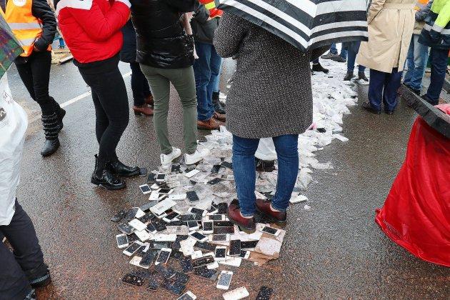 Les salariés détruisent 1000 iPhone par jour — Remade