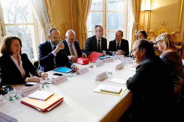 Retraites: 15e jour de grève, grande réunion à Matignon sans perspective de trêve