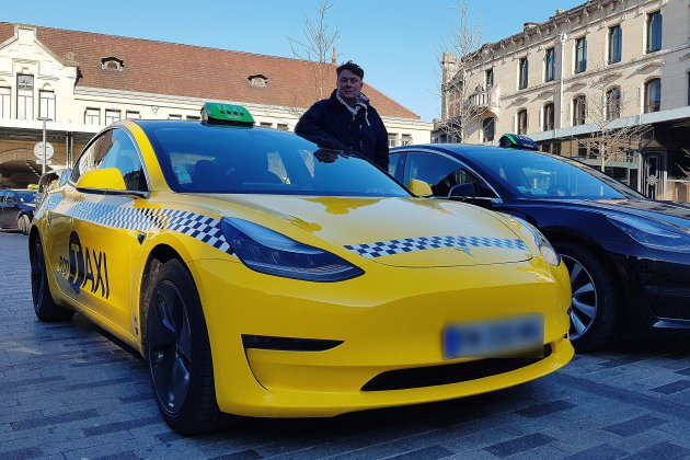 Trois voitures électriques Tesla dans la flotte des taxis