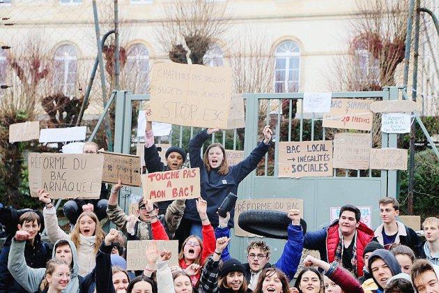 Les élèves du lycée Lebrun en grève contre la réforme du bac
