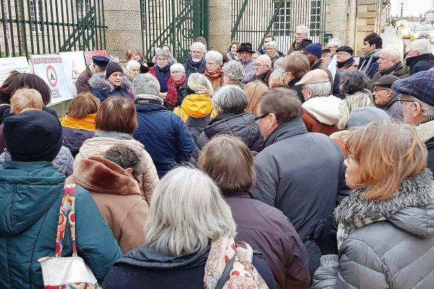 Une centaine de manifestants contre l'expulsion de Zuhal