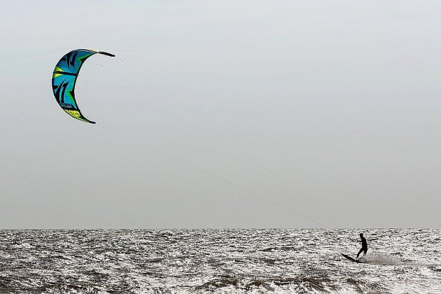 Deux kitesurfeurs en difficulté récupérés par les secours