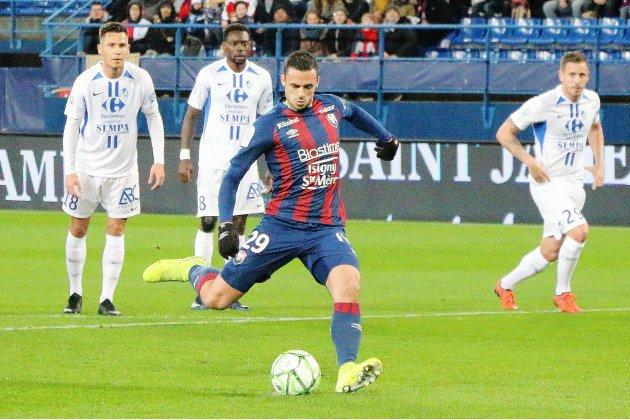 [VIDEO] Caen bat Grenoble avec un incroyable but gag !