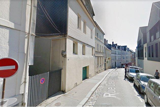 Le mur d'un immeuble s'effondre sur deux étages de haut