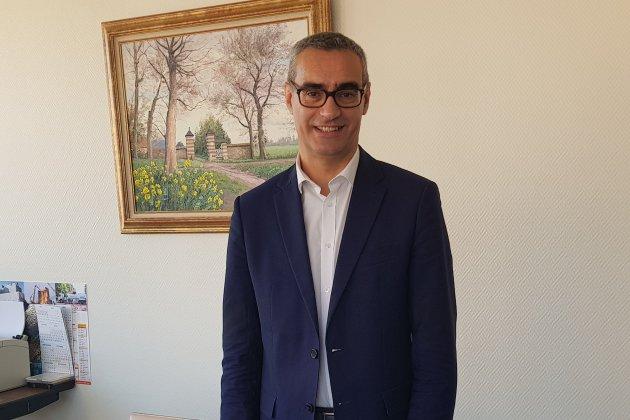 Le maire, Pascal Houbron, agressé et obligé de sortir nu de chez lui