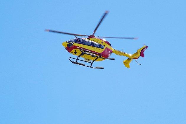 Un motard héliporté au CHU après un accident