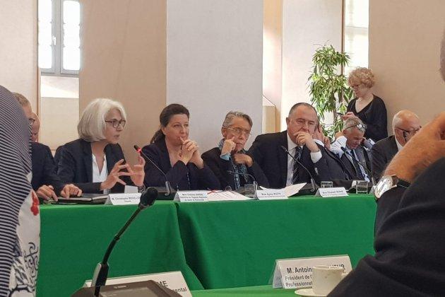 """Elisabeth Borne """"regrette le ton"""" du rapport sénatorial contre l'État"""