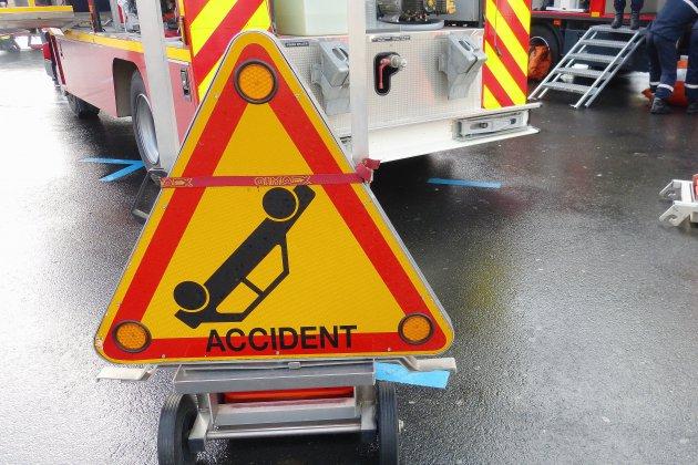 Chocviolent entre deux voitures: un homme de 51 ans décédé, deux blessés